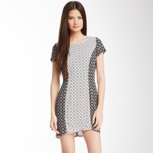 Romeo & Juliet Couture Geo Print Contrast Dress